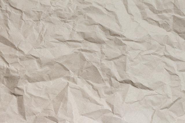 zmuchlaný papír